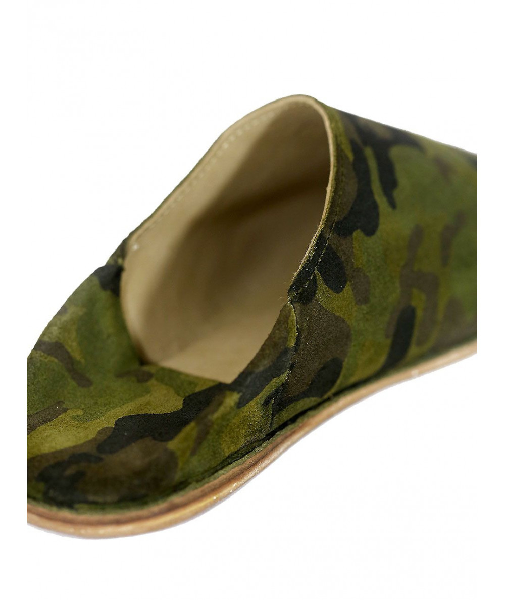 Pointed suede babouche with military motif