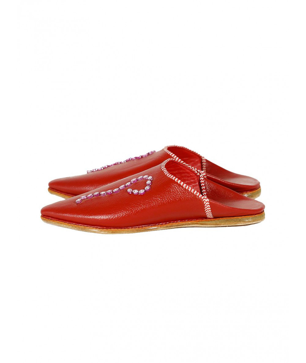 Pointed leather slipper decorated with patterns