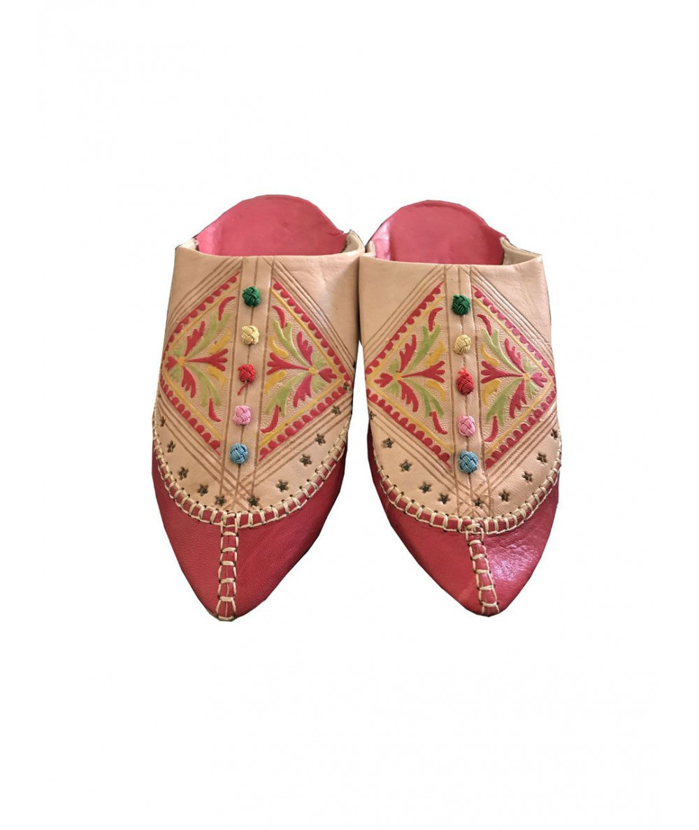 Pointed leather slipper with buttons