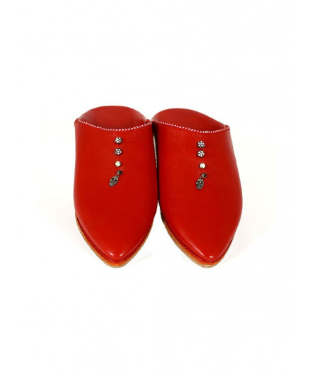 Pointed leather slipper decorated with pearls