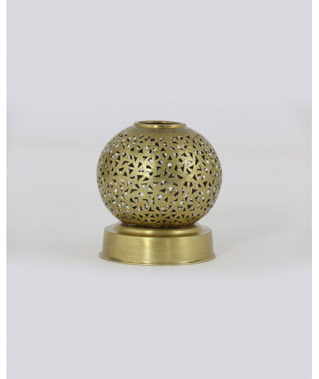 Round candle holder of medium size gold