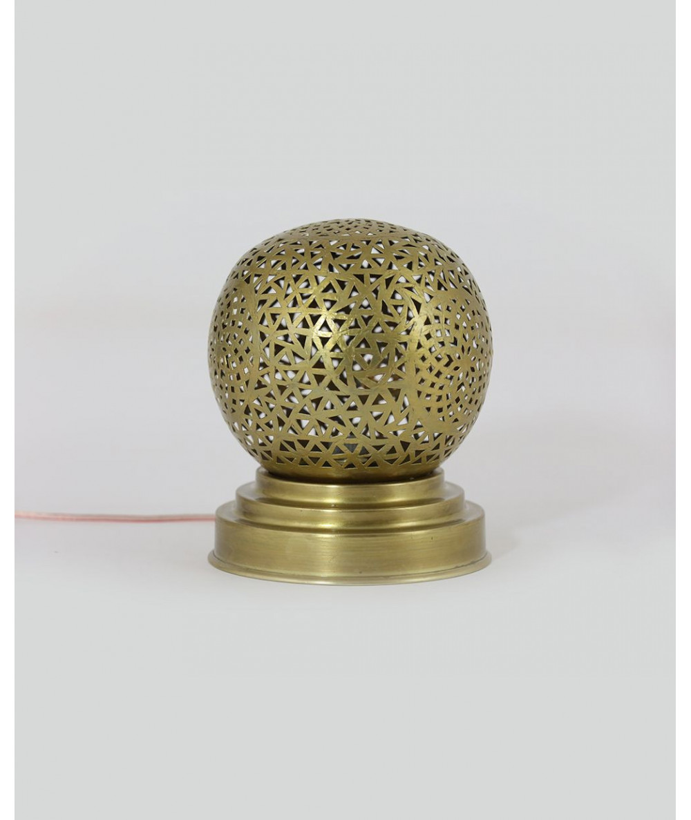 Round lamp in gold