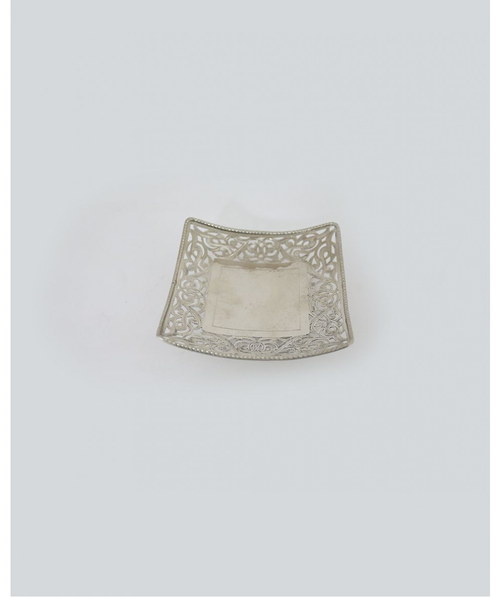 Plate of medium size silver